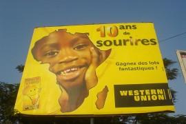 アメリカのウエスタンユニオン社の送金サービス開始の笑顔の10周年キャンペーン広告