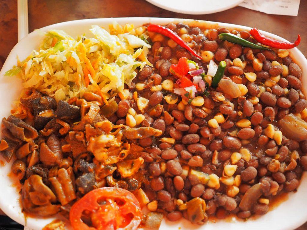 豆とメイズの煮込み・ギゼリとマトゥンボ