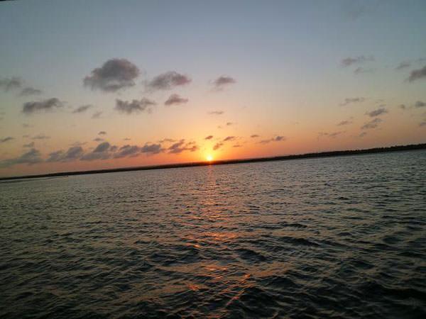 ダウ船から見た夕陽