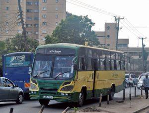 今日も市バスは走る走る。猛スピードで。