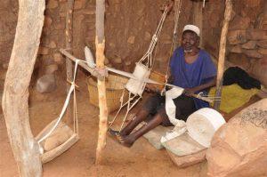 機織りは男の仕事だ。 ドゴン族(マリ)