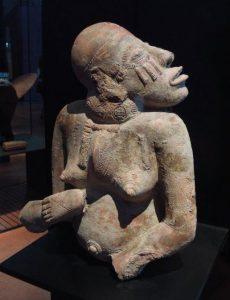 ジェンネ地方(マリ)女のテラコッタ像 13~15世紀 37.5×31×24cm