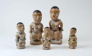 トーゴ エウェ族のコロン人形 左からH28cm、35cm、24cm、38cm、22cm