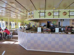 ラバンラタ小屋のレストラン。山小屋とは思えません。