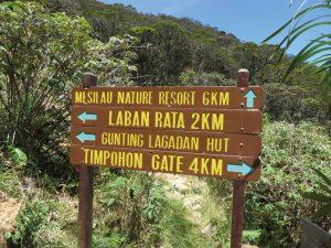 山中にはわかりやすい表示版があちこちに設置されています。