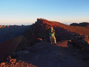 後ろに見えるのが、インド洋の最高地点ピトン・デ・ネージュ山頂