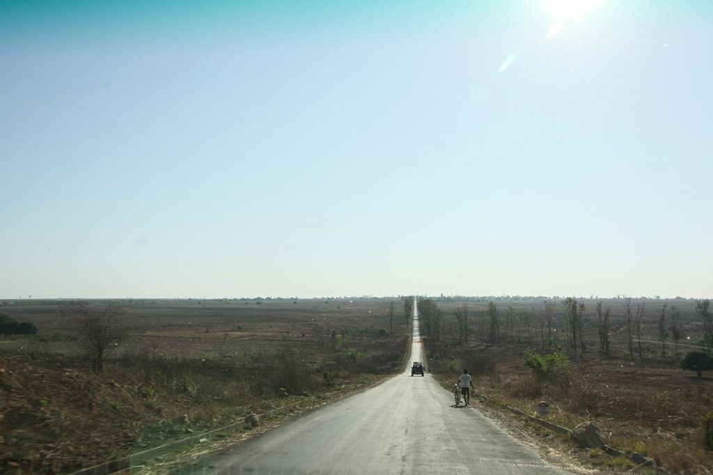 綺麗に舗装された国道7号線(通称サザンクロス街道)