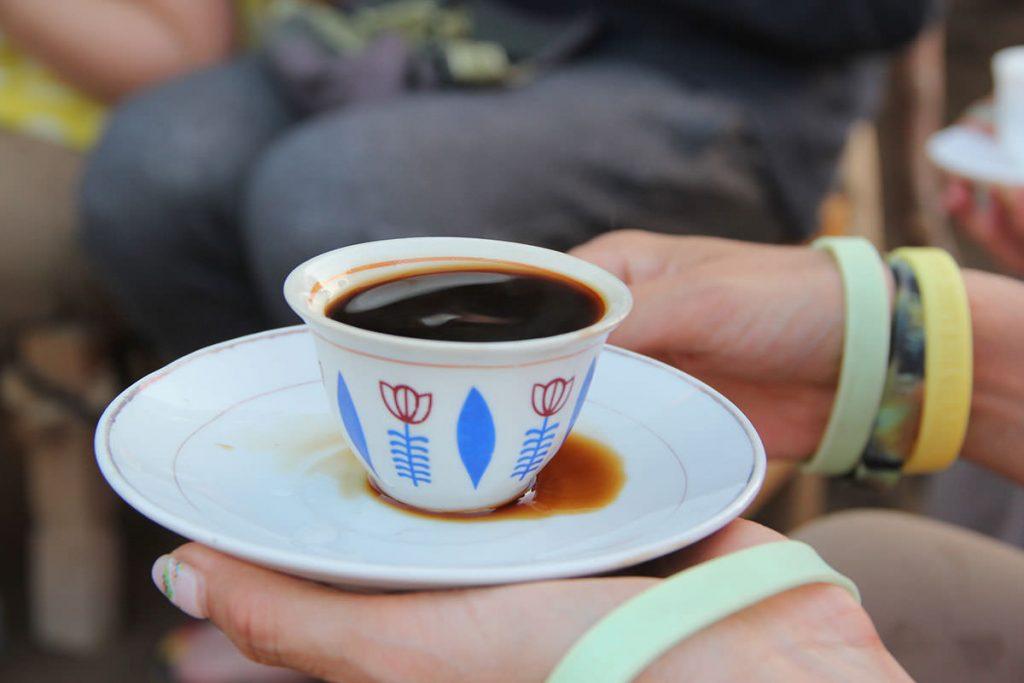 ツアー中、エチオピアの伝統的なコーヒーセレモニーを体験したり、カフェでお茶タイムも楽しみました♪