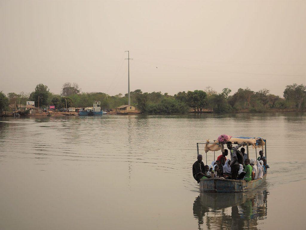 見慣れた河の光景に別れを告げて、いざ再びセネガルへ。