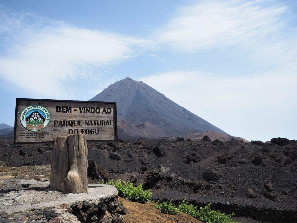 出ました。最高峰のカノ山(Pico do Fogo)です。
