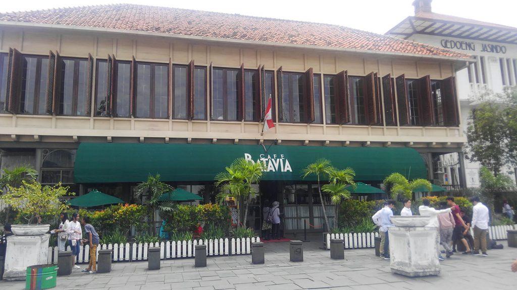 植民地時代の建物を使った名物レストラン、カフェ・バタヴィア