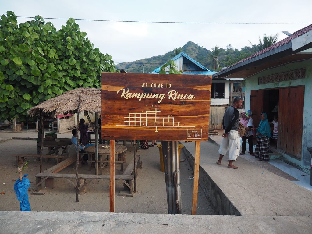 リンチャ島のバジャウの人々の村を散策