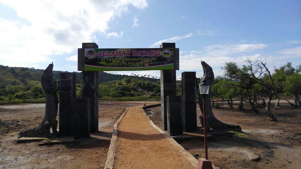 リンチャ島のコモドドラゴン生息地への入り口