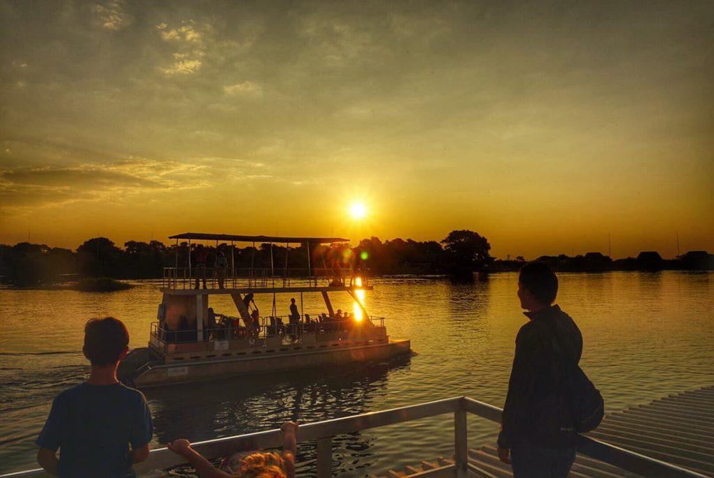 チョベ河でのボートサファリ、サンセット
