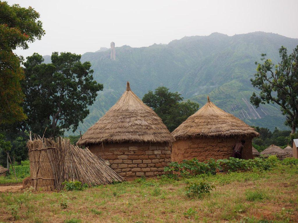 天然素材だけで建てられたコマ人々の家