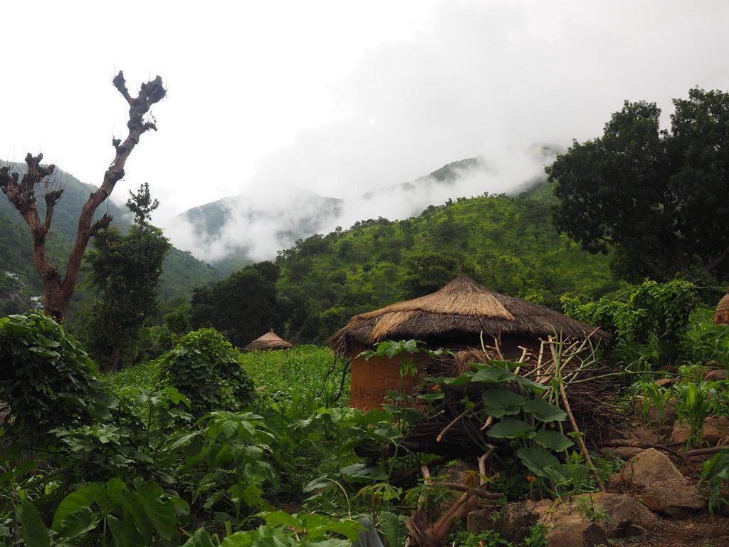 山奥にある集落ほど、より伝統的な形態を残しています