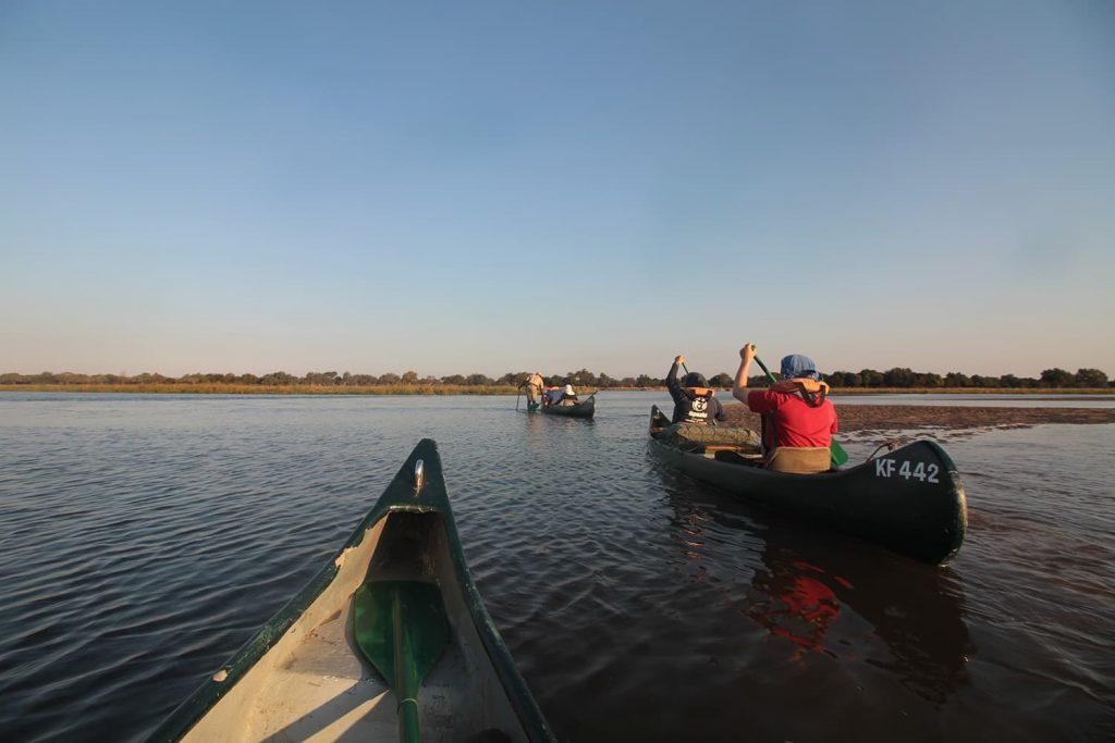 景色を楽しみながらボートを漕いでいきます2