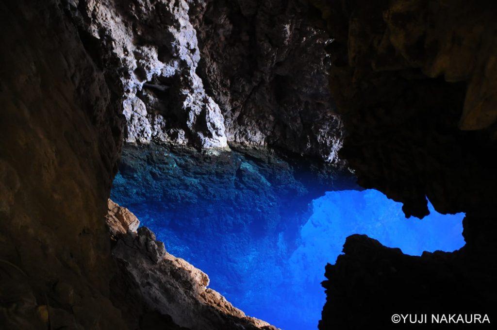 途中に立ち寄ったチノイケーブ。澄んだブルーがとても綺麗です2