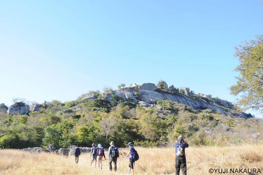 岩山の上に建つアクロポリス。王の政務所として使われていたと言われています