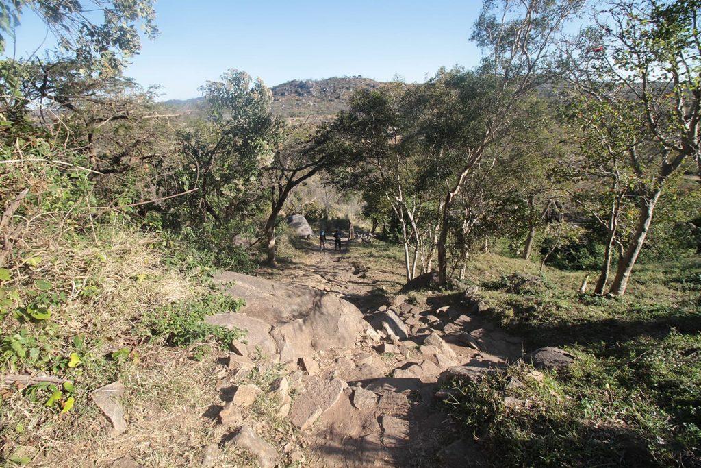 岩山の上に建つアクロポリス。王の政務所として使われていたと言われています2