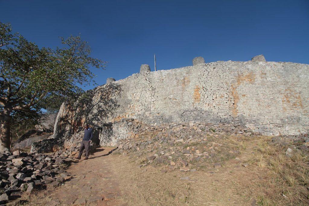 岩山の上に建つアクロポリス。王の政務所として使われていたと言われています4