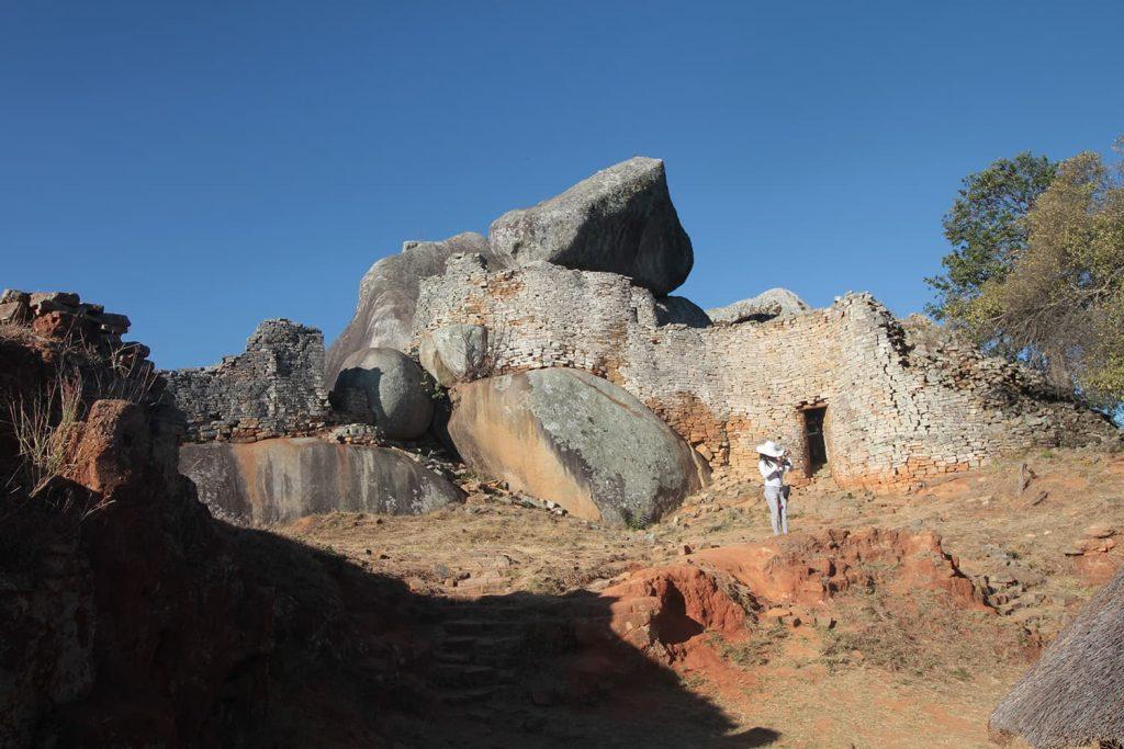 岩山の上に建つアクロポリス。王の政務所として使われていたと言われています5