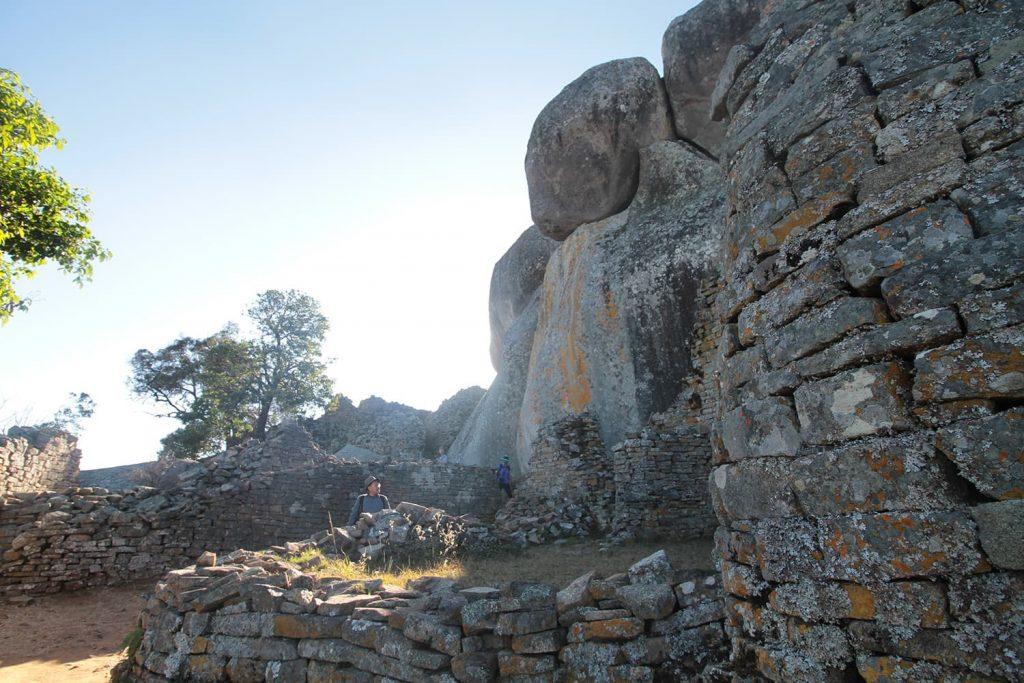 岩山の上に建つアクロポリス。王の政務所として使われていたと言われています6