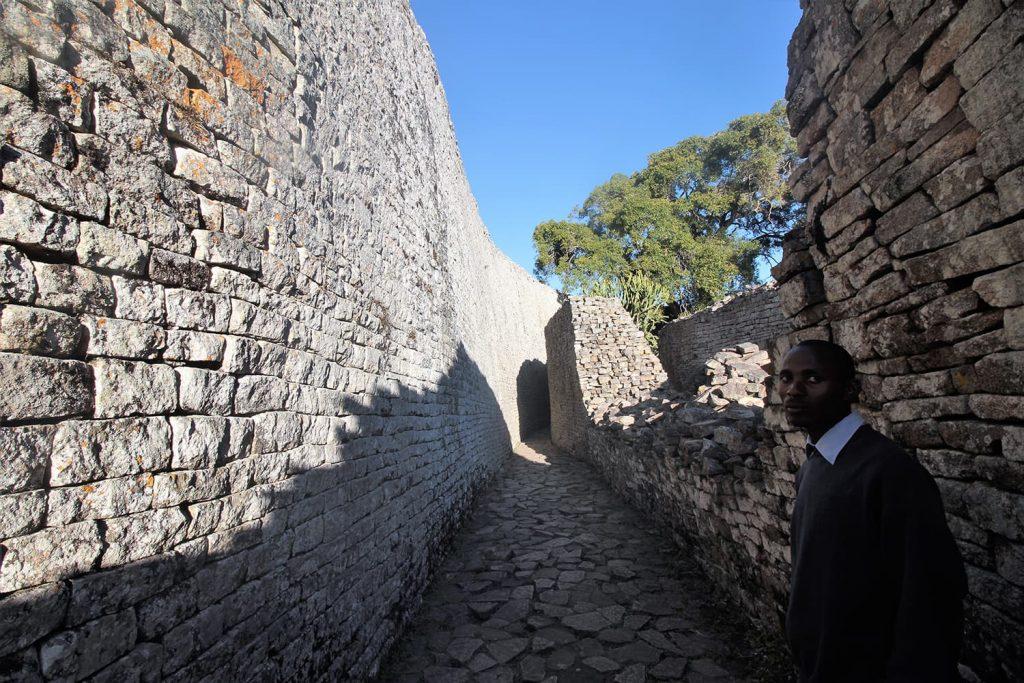 岩山の上に建つアクロポリス。王の政務所として使われていたと言われています7