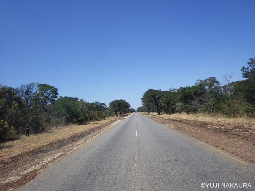 ジンバブエ国内は、状態の良い舗装路が張り巡らされています