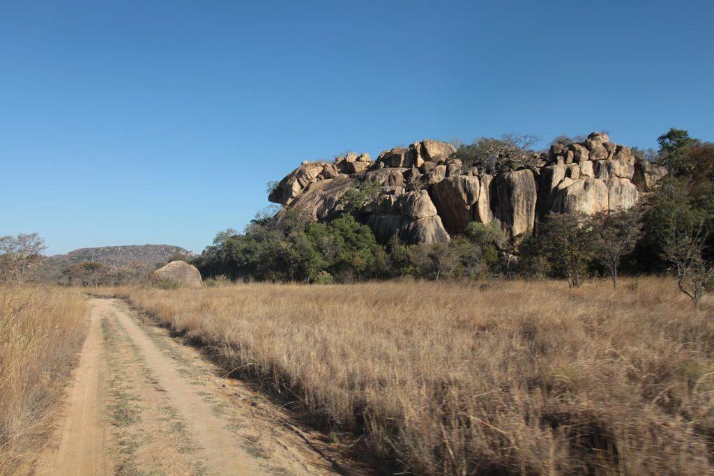 太古の花崗岩地層が、長い年月をかけて浸食されて出来た奇岩群