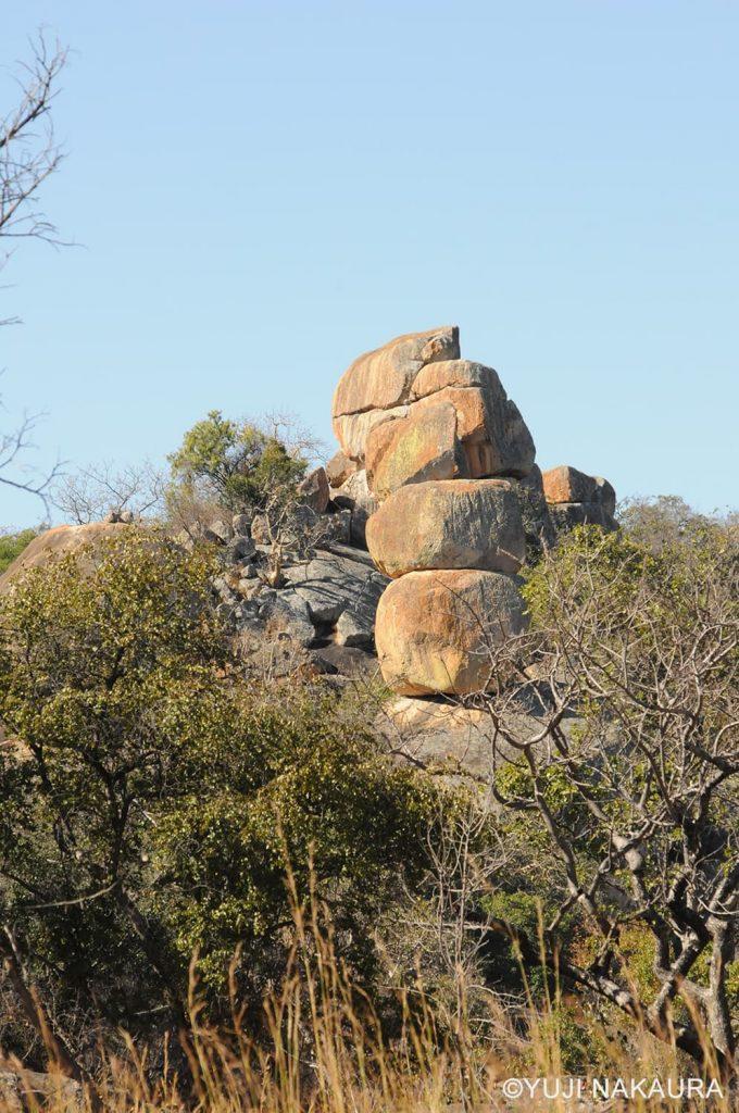 太古の花崗岩地層が、長い年月をかけて浸食されて出来た奇岩群2