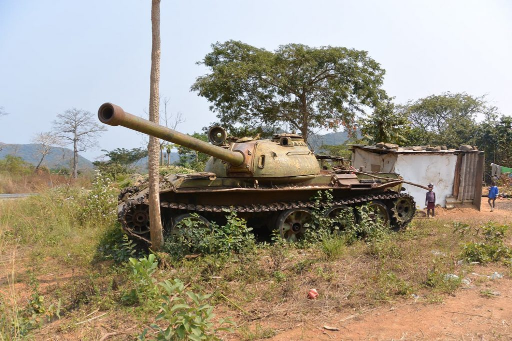 内戦の後、そのまま捨て去られたままの戦車。ついこの間まで内戦が続いたアンゴラは信じられないほど平和な空気が流れます。