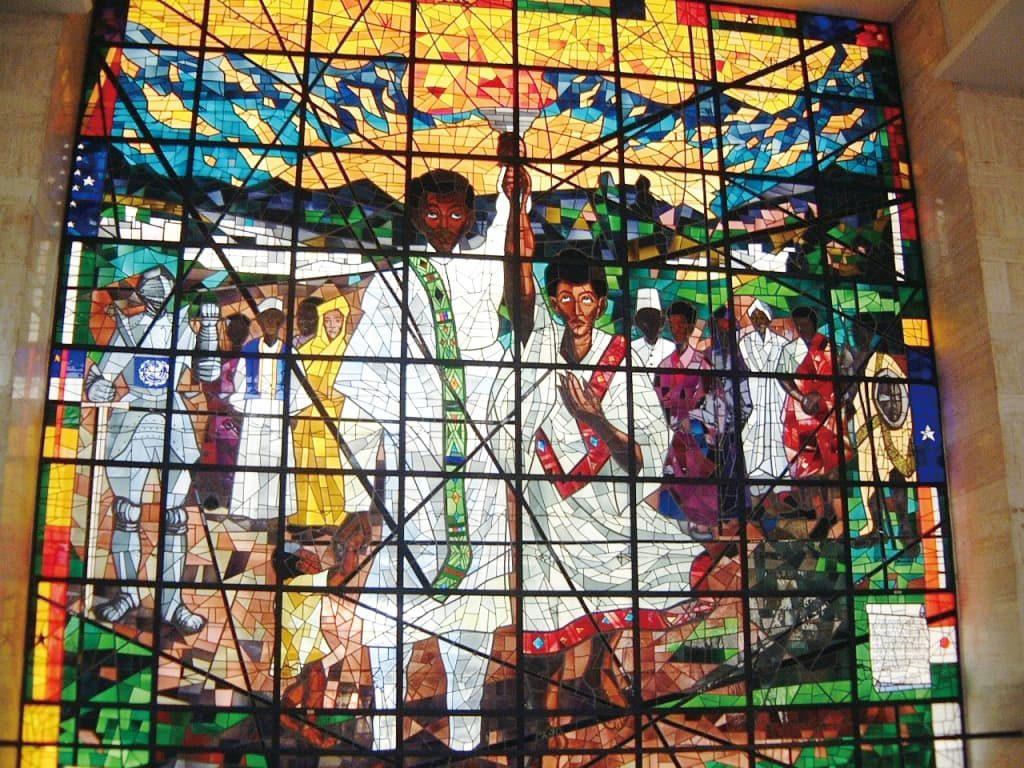 アフリカ連合本部ビル(入場許可が必要)に飾られた大型ステンドグラス