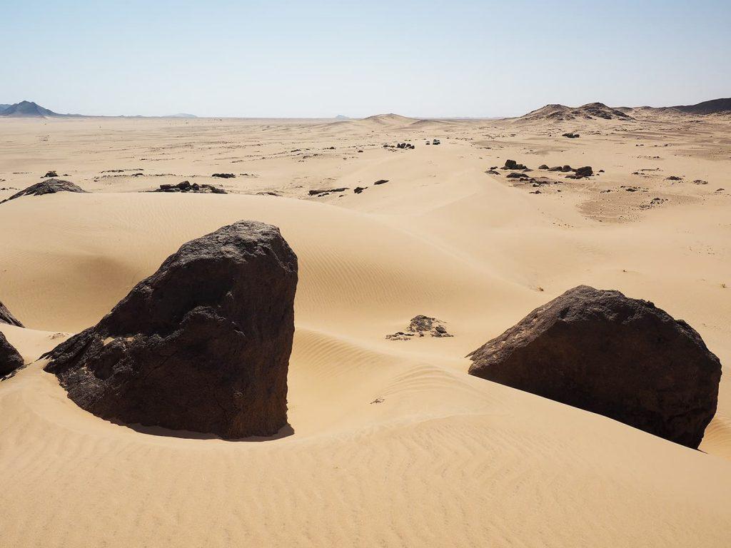 砂丘は少ないものの、岩場と砂溜まりのコンビネーションもフォトジェニックです