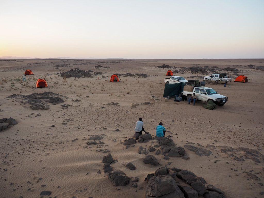 風よけのある、適当な場所でキャンプ。夜はさほど冷え込みません。