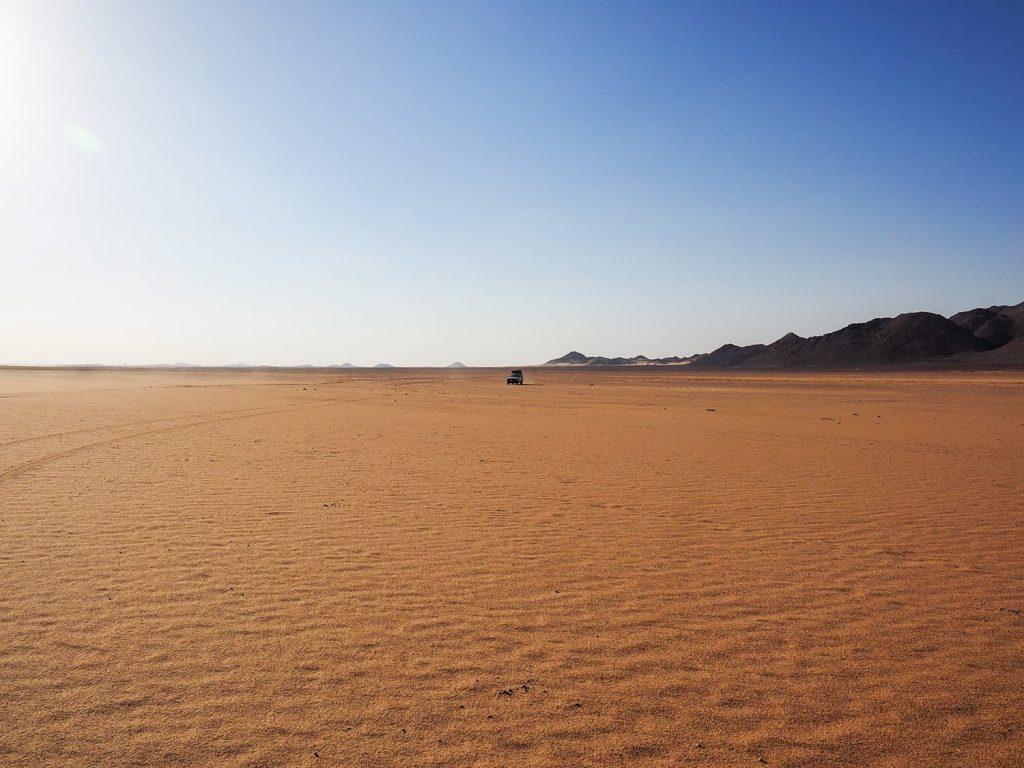 徐々に広がりを見せていく砂原。