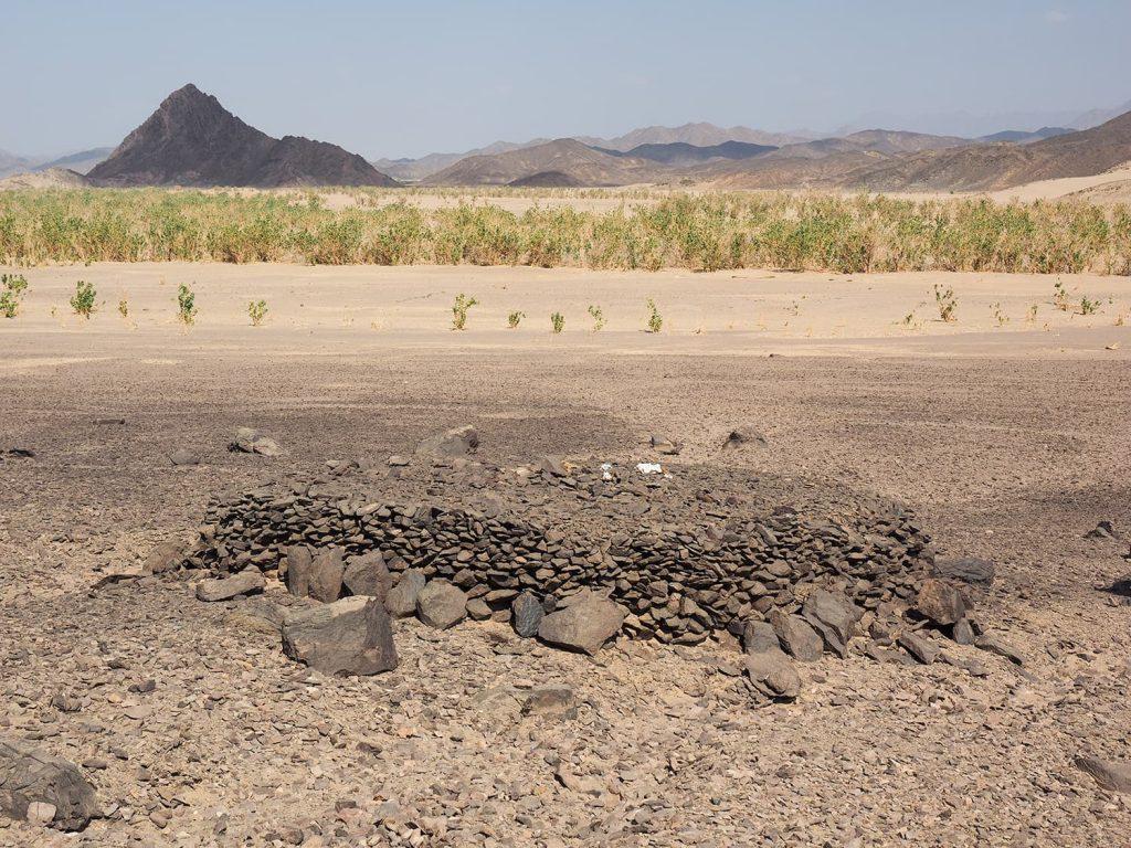ケルマ時代の地方の有力者ものと言われる石積みの墳墓