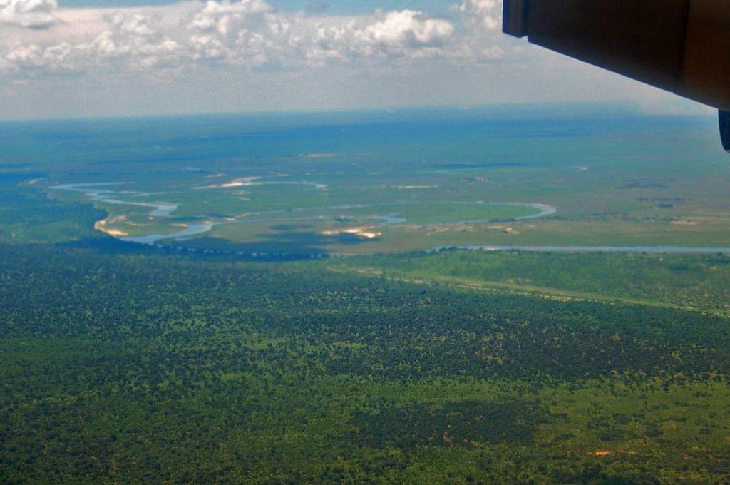 カサネに着陸前に見えるチョベ国立公園リバーフロントの風景