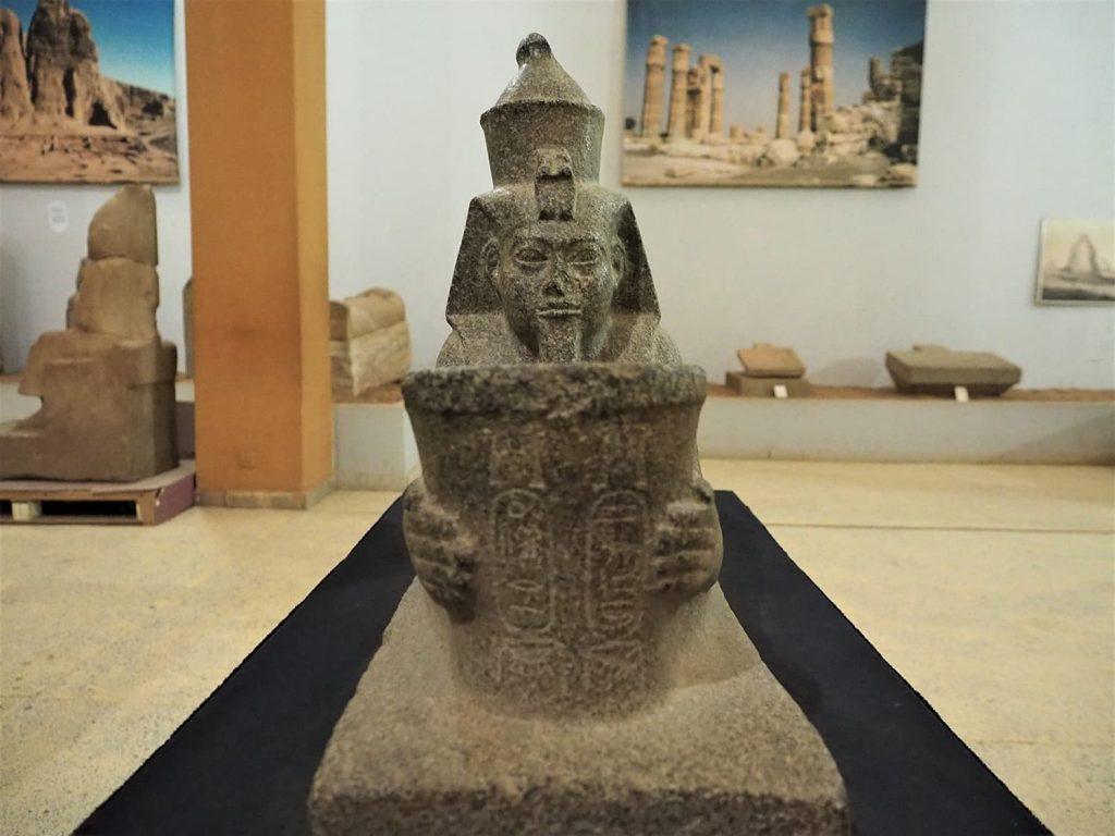 エジプトを逆支配していたヌビア王朝時代の出土品。スーダンとエジプトの歴史が密接に絡み合っているのを物語っています。
