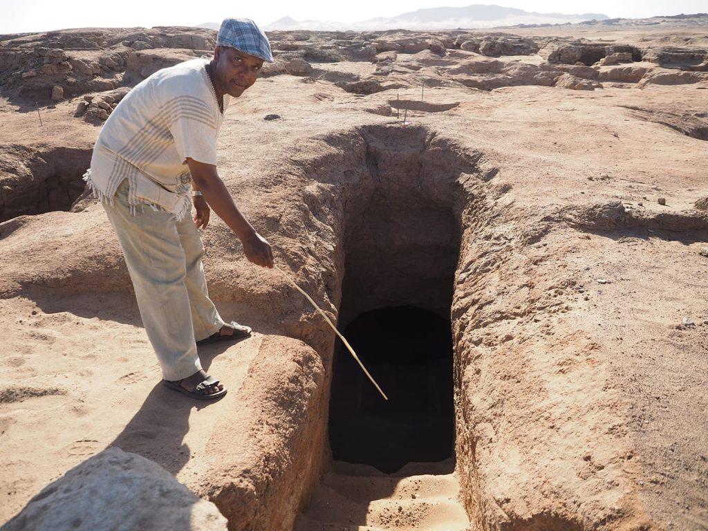基礎部分を残して崩れてしまったピラミッド。地下の原室への隠し階段が残る。