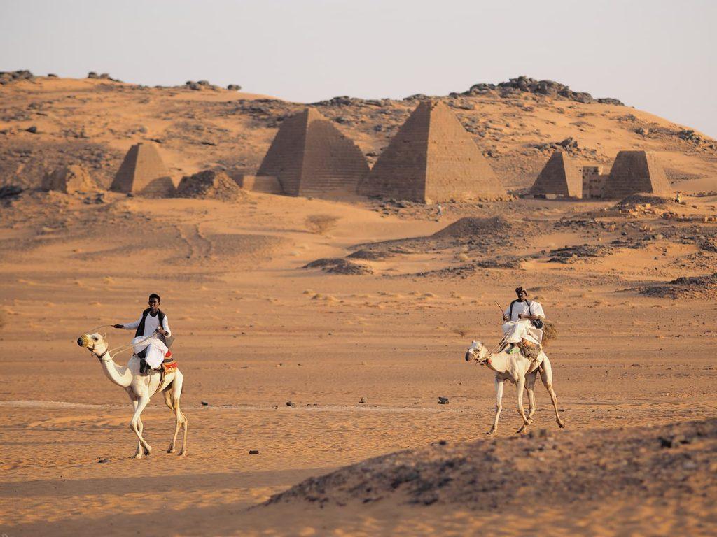 ツアー最大のハイライトです。メロウェ・ピラミッド群。