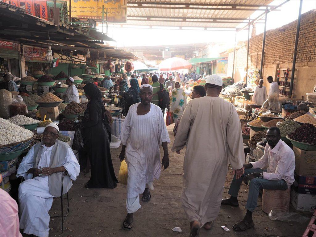 首都ハルツームの旧市街、オムルドゥマンの市場。