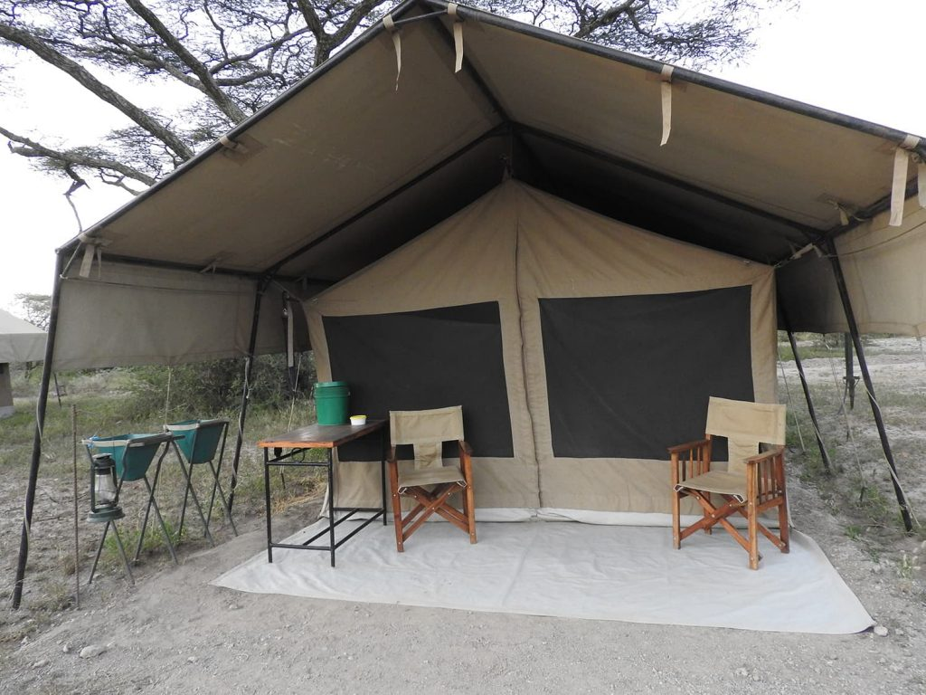 今回はカティカティというテント式ロッジで5連泊しました。毎晩のようにライオンかハイエナの声が聞こえました。