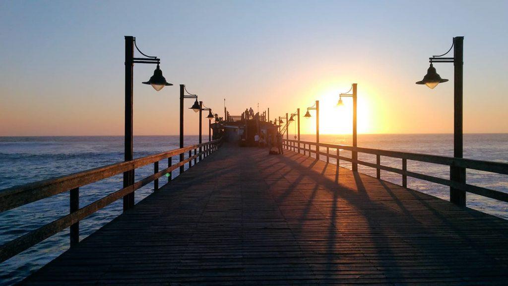 桟橋から見る美しい夕日