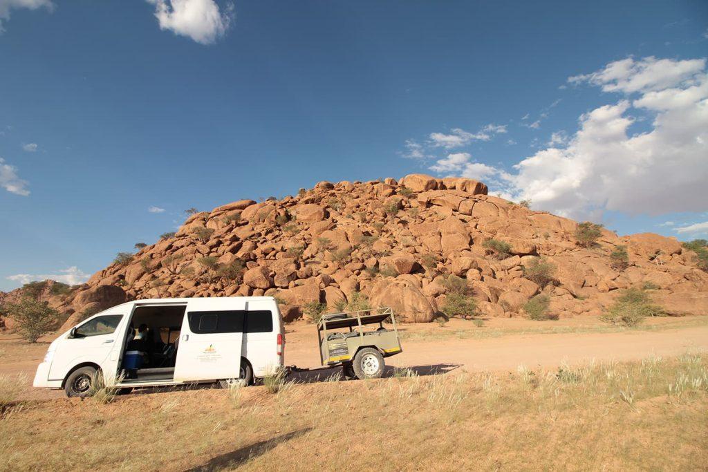 一つの塊ががほどもある大きな花崗岩の山塊