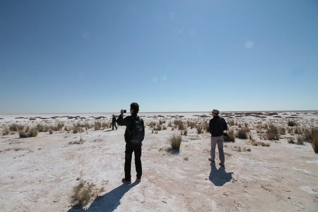 白い砂地が続くエトーシャパン。雨季は入ることが出来ない。