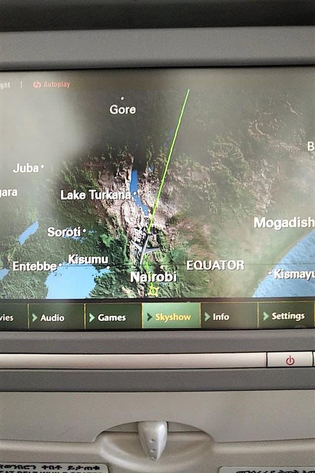 日本からの空路はエチオピア航空利用。今回の目的地の『トゥルカナ湖』の上空を南下して首都のナイロビへと向かいます。