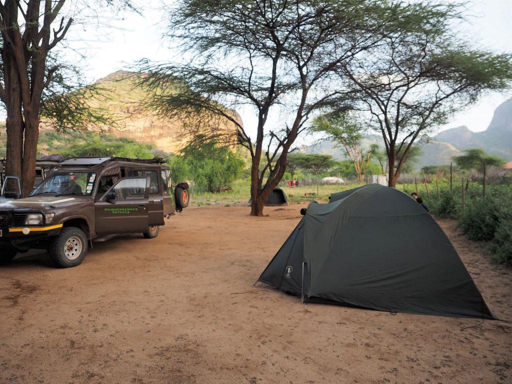 宿泊はキャンプです。