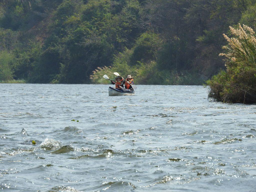 ロウワーザンベジではカヌーに挑戦。前半は風が強くて泣きそうでした。