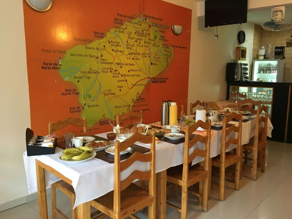 サントアンタン島のメインはハイキング!手作りのチーズやジュース、身体に優しそうな朝食後に出発です!
